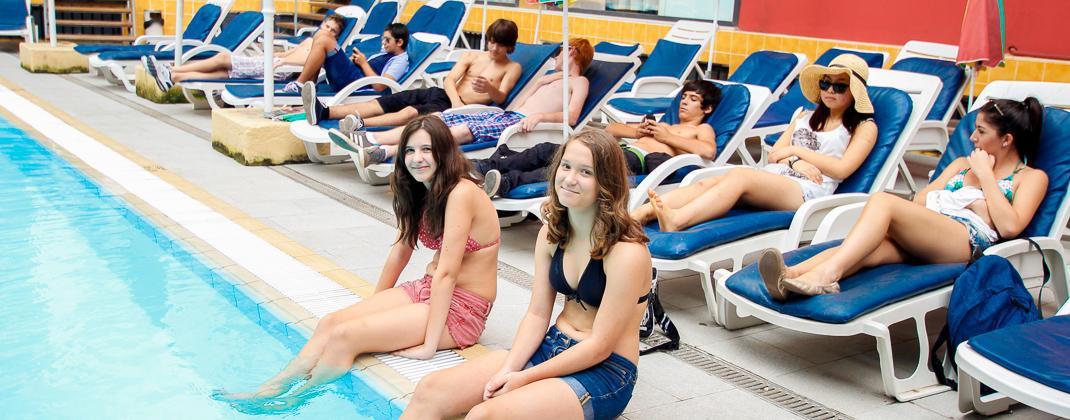 La piscina all'aperto del residence