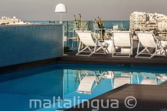 Piscina sul tetto con bar, Malta