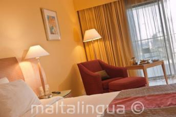 Una camera deluxe al Le Meridien, Malta