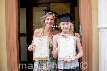 Mamma e bambino hanno ricevuto il certificato