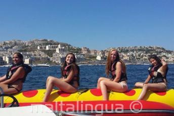 4 studenti nella banana boat