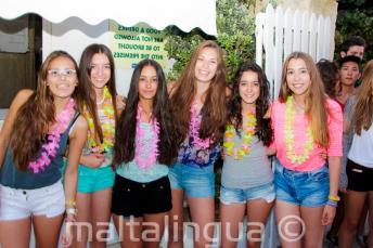 6 studentesse alla festa di benvenuto