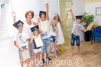 I bambini con il proprio certificato