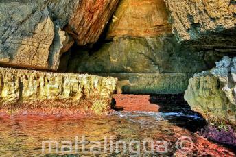 Colori vivaci dell'acqua di Blue Grotto