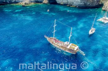 il galeone in Crystal Bay, Comino