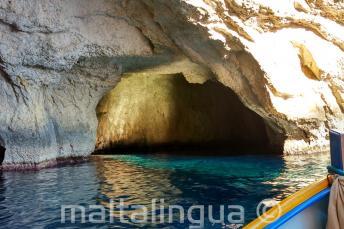 Dentro le grotte di Blue Grotto.