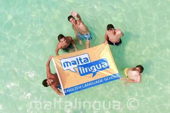 Bambini in gita alla Blue Lagoon a Malta