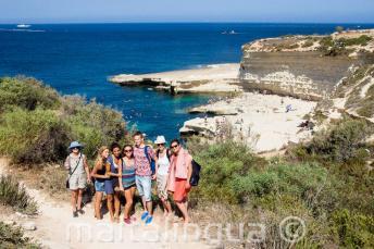 Gli studenti visitano St Peter's Pool, Malta