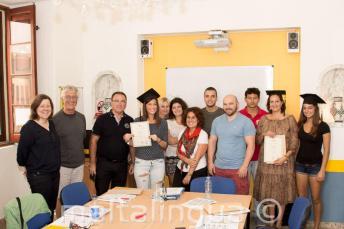 Gli studenti che hanno completato con successo un corso di inglese.