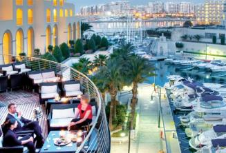 Balcone posteriore e Portomaso all' Hilton hotel di Malta