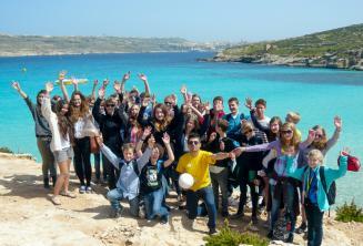 Un gruppo di studenti in gita a Comino, Malta