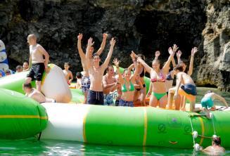 Gli studneti al parco acquatico di Malta