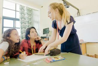 Un insegnante insegna a 2 studenti