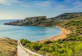 Una una spiaggia di sabbia a Mellieha, Malta