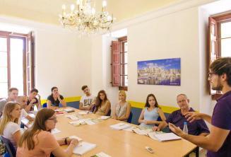 Gli studenti durante una lezione a Maltalingua